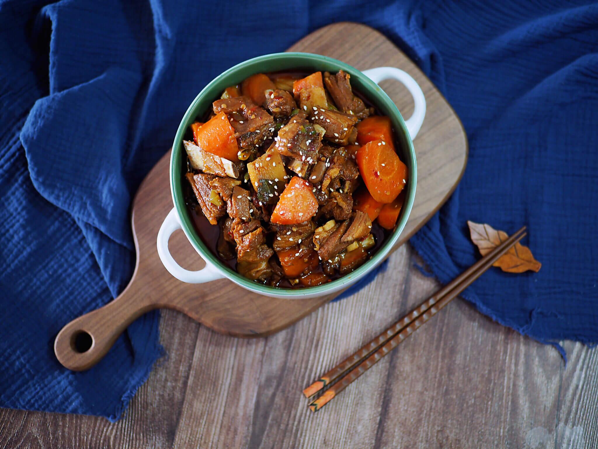 冬季滋补之胡萝卜炖羊肉
